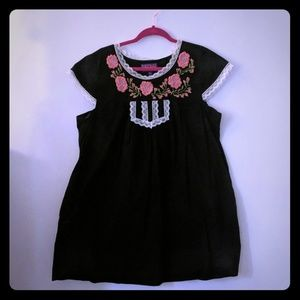 Dresses & Skirts - Super Cute Embroidered Dress w/ POCKETS